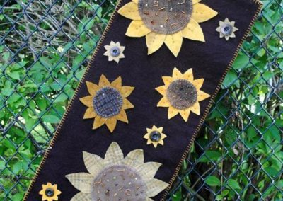Woolen Sunflowers Tablerunner